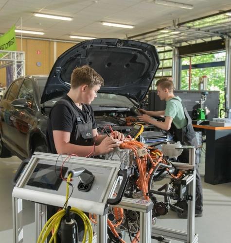Landelijke erkenning voor keuzevak 'Elektrische voertuigen'