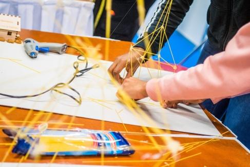 Onderzoek naar hybride professionals: 'Meerwaarde voor onderwijs én bedrijven'